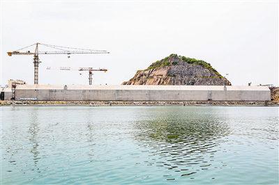 港珠澳大桥首个标准曲线段沉管通过交工验收 再创世界纪录